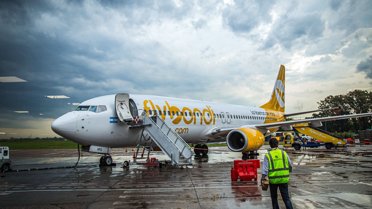 Flybondi inaugura voo Buenos Aires - Florianópolis